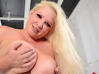 Rachel Love enjoys plowing dildos up her warm pussy