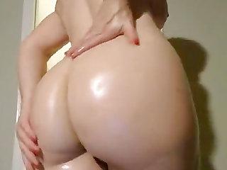 Hot MILF Shaking her Perfect Ass