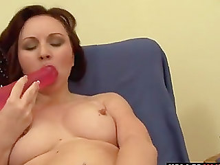 Big boobed amateur babe with a great body figure masturbates