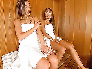 Two babes enjoyed each other's pussyes in sauna