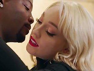 Black hunk shows Lily Labeau proper sex