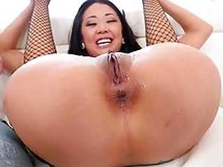 Young Asian whore squirt while being fucked