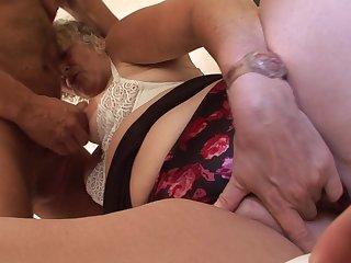 Бабка испытала оргазм