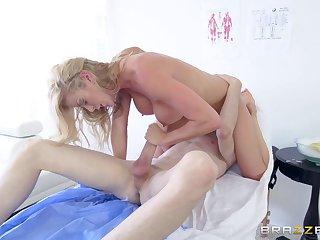 Врачиху отодрал молодой пациент
