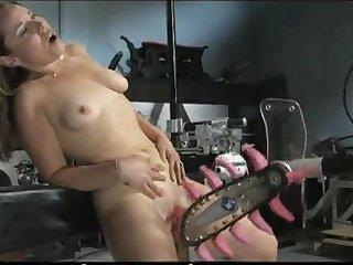 Секси брюнетка кричит от возбуждения